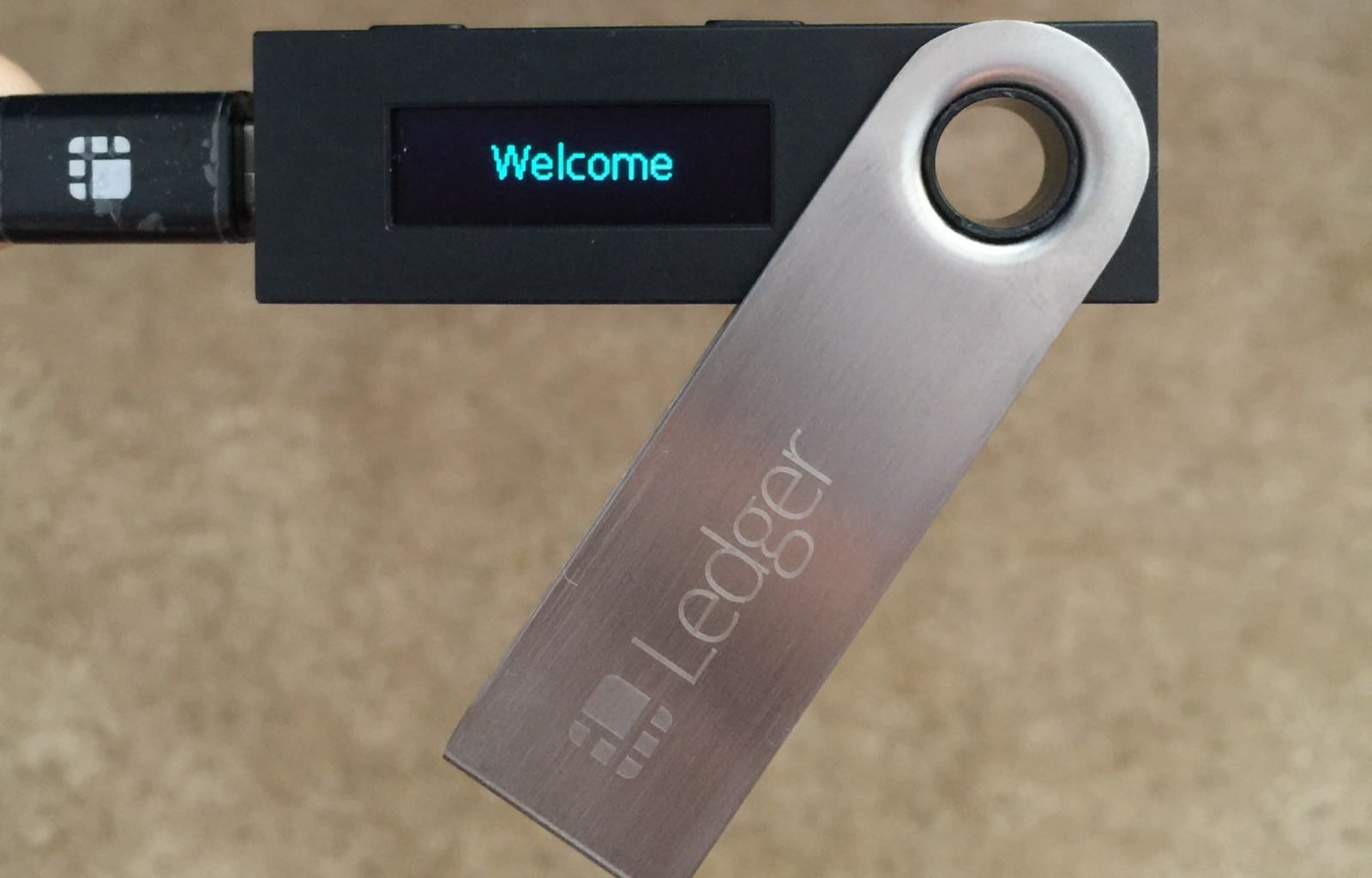 Cryptocurrency hardware wallet chip